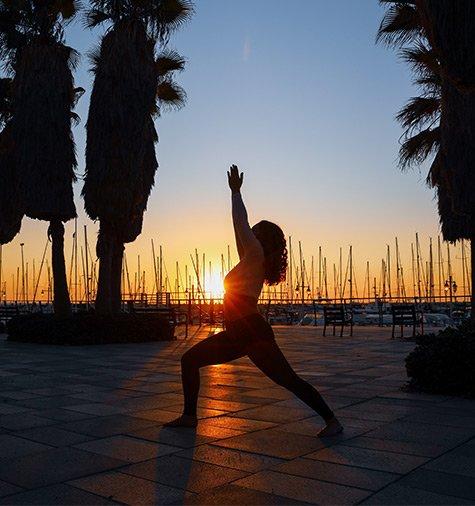 modelo-curvy-yoga