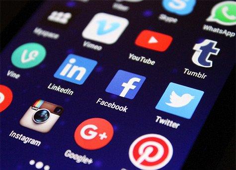 social-media-fitness-model